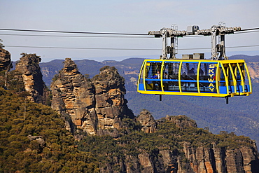 Scenic Skyway cable car from the Scenic World Complex in front of the Three Sisters rock formation, Jamison Valley, Blue Mountains National Park, New South Wales, Australia