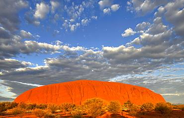Uluru, Ayers Rock at sunrise, Uluru-Kata Tjuta National Park, Northern Territory, Australia