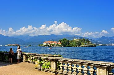 Promenade with Isola Bella and Isola dei Pescatori islands, Borromean islands, Stresa, Lago Maggiore lake, Piedmont, Italy, Europe