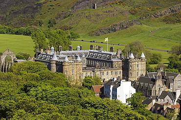 Holyrood Palace at Royal Mile from Calton Hill, Edinburgh, Lothian Region, Scotland, United Kingdom, Europe