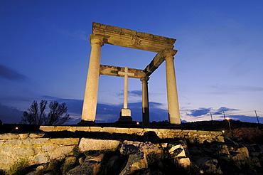 Los cuatro postes, The four poles, at dusk, Avila, Castilla-Leon, Spain, Europe