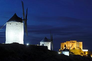 Windmills and Caballeros de San Juan de Jerusalen Castle at dusk, 12th century, Consuegra, Toledo, Route of Don Quixote, Castilla-La Mancha, Spain, Europe