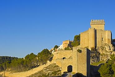 Marques de Villena Castle, now Parador Nacional, a state run hotel, Alarcon, Cuenca province, Castilla-La Mancha, Spain, Europe
