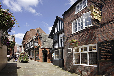 The Shambles, with The Royal Oak Public House, one of Britain's oldest pubs, Chesterfield, Derbyshire, England, United Kingdom, Europe