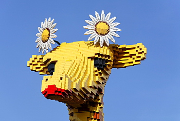 Head of a giraffe made of Lego bricks, Legoland Discovery Center Duisburg, inner harbor, Duisburg, Ruhrgebiet area, North Rhine-Westphalia, Germany, Europe