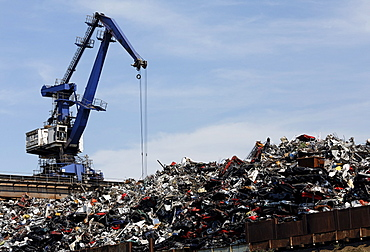 Large overhead crane handling scrap metal for recycling, scrap island, DuisPort inland port, Duisburg-Ruhrort, North Rhine-Westphalia, Germany, Europe