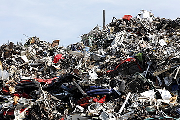 Pile of scrap metal and car wrecks for recycling, scrap island, DuisPort inland port, Duisburg-Ruhrort, North Rhine-Westphalia, Germany, Europe