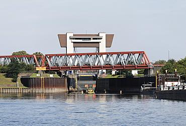 Rhein-Herne Canal, Meiderich Lock and railway bridge, Ruhr area, Duisburg, North Rhine-Westphalia, Germany, Europe