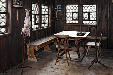 Historic living room of a farm house from 1856, spinning wheel, Wohnspeicher type of farm house from Lauben, Wolfegg farmhouse museum, Allgaeu region, Upper Swabia, Baden-Wuerttemberg, Germany, Europe