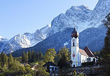 Grainau in front of the Wetterstein-Gebirge mountains, Werdenfelser Land region, Upper Bavaria, Bavaria, Germany, Europe