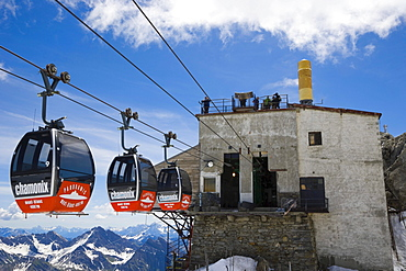 Cable cars from Aiguille du Midi to Punta Helbronner, Funivie Monte Bianco, Mont Blanc Funicular, Mont Blanc Massif, Alps, Italy, Europe