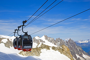 Cable car between Aiguille du Midi and Punta Helbronner, Funivie Monte Bianco, Mont Blanc Funicular, Mont Blanc Massif, Alps, Italy, Europe