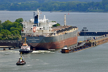 Bulk cargo ship, bulk carrier or bulk freighter at the entrance to the Holtenau Canal, Nord-Ostsee-Kanal, Kiel Canal, Kiel, Schleswig-Holstein, Germany, Europe