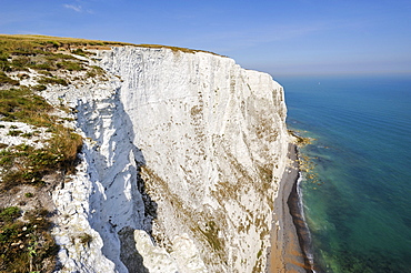 View of the White Cliffs of Dover, Kent, England, UK, Europe