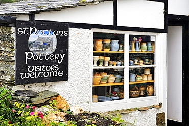 Traditional pottery store in Tintagel, Cornwall, England, UK, Europe