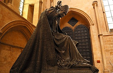 Statue of Edward King Bishop of Lincoln, 1889-1910, Lincoln Cathedral or St. Mary's Cathedral, 12th and 13th Century, Gothic-Romanesque, Minster Yard, Lincoln, Lincolnshire, England, UK, Europe