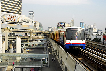 Sky Train viaduct, Skytrain bridge at the Siam Discovery Center, Pathumwan, Pathum Wan district, Bangkok, Krung Thep, Thailand, Asia