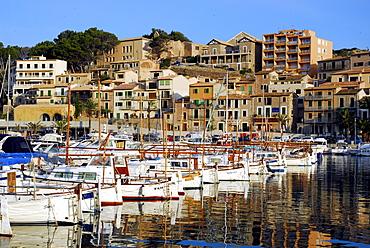 Sailing boats in the marina, the houses of Puerto Soller at back, Port de Soller, Mallorca, Majorca, Balearic Islands, Mediterranean Sea, Spain, Europe