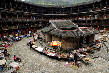 Roundhouse, Chinese: Tulou, with ancestral temple, adobe round house of the Hakka minority, Ta Xia de Yuan Building, Hukeng, Fujian, China, Asia