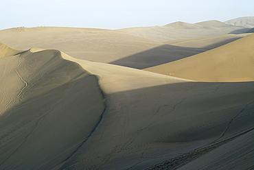 Sand dunes in the Gobi desert near Mount Mingshan near Dunhuang, Silk Road, Gansu, China, Asia