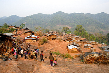 Poverty, people of the Akha Djepia ethnic group, simple huts on the hillside, village Ban Chakhamdaeng, near the Nam Lan Conservation Area, Boun Tai district, Phongsali province, Phongsaly, Laos, Southeast Asia, Asia