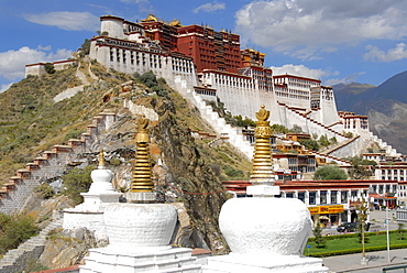 Tibetan Buddhism, white stupas in front of the Potala Palace, winter palace of the Dalai Lama, UNESCO World Heritage Site, Lhasa, Himalayas, Tibet Autonomous Region, People's Republic of China, Asia