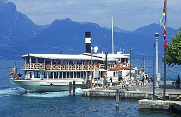 Steamer at the dock in Torri del Benaco, steamer, boat, Lake Garda, Italy, Europe