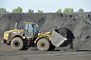 Front loader on coal island, inland port in Duisburg, North Rhine-Westphalia, Germany, Europe
