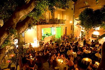 Deja Vu, a cocktail bar on Piazza Garibaldi square, nightlife in Taormina, province of Messina, Sicily, Italy, Europe