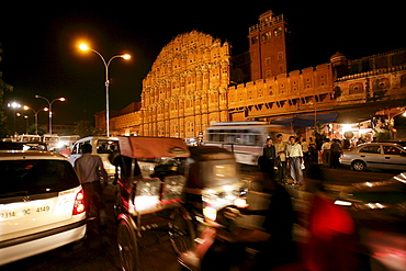 Nightly road scene in front of the Hawa Mahal, the Palace of Winds in Jaipur, Rajasthan, India