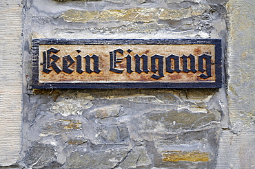 Sign with German inscription Kein Eingang, no entrance, Wewelsburg, triangular castle, former Nazi cult and terror center of the ss, today historical museum, hostel, Bueren, Paderborn, North Rhine-Westphalia, Germany, Europe