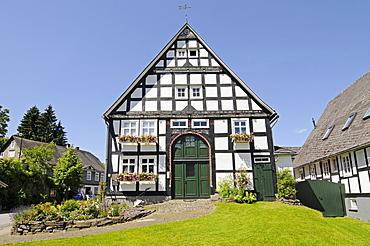 Half-timbered house, Assinghausen, village, Olsberg, Sauerland region, North Rhine-Westphalia, Germany, Europe