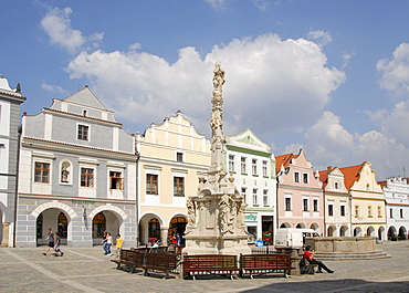 Main square, Masaryk square, fountain, Renaissance houses, Trebon, Wittingau, Czech Republic, Europe