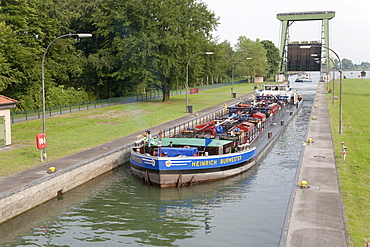 Lock at the Wesel-Datteln Canal, North Rhine-Westphalia, Germany, Europe