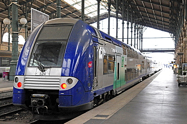 Local train, Gare du Nord, North station, Paris, France, Europe