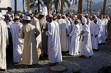 Omani men in traditional dress, livestock or animal market at Nizwa, Hajar al Gharbi Mountains, Al Dakhliyah region, Sultanate of Oman, Arabia, Middle East