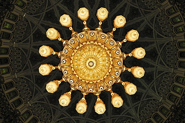 Huge chandelier in the central prayer hall at the Sultan Qaboos Grand Mosque, Muscat, Sultanate of Oman, Arabia, Middle East