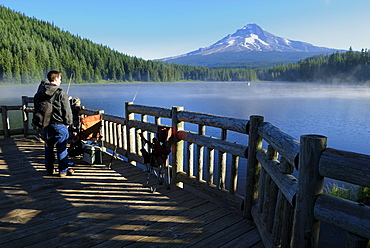 Anglers at Trillium Lake with Mount Hood volcano, Cascade Range, Oregon, USA
