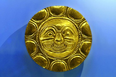 Pre-Columbian goldwork collection, solar disk, Gold Museum, Museo del Oro, Bogota, Colombia, South America