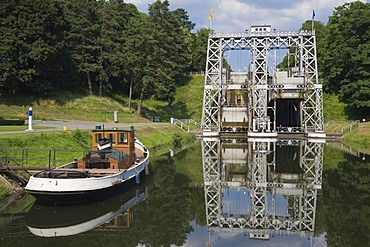 Canal du Centre, boat anchored in front of the Boat Lift number 3, Unesco World Heritage Site, Bracquegnies, Hainaut Province, Belgium