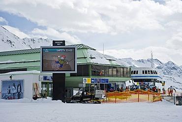 Gondola lift station Top Express, ski resort, Obergurgl, Hochgurgl, Oetztal Valley, Tyrol, Austria