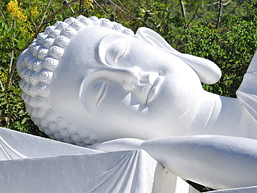 Head, reclyning Buddha, temple on the mountain of the black woman, Nui Ba Den, Tay Ninh, Vietnam, Asia