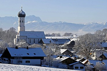 Church and alpine panorama with Mt. Zugspitze, winter impressions, Muensing, Bavaria, Germany