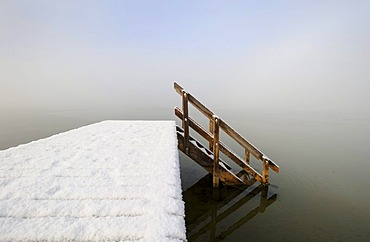 Jetty at Buchscharner Seewirt Inn at Lake Starnberg near Muensing, Upper Bavaria, Bavaria, Germany