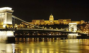 Kettenbruecke, Szechenyi Chain Bridge in Budapest, Hungary, Eastern Europe