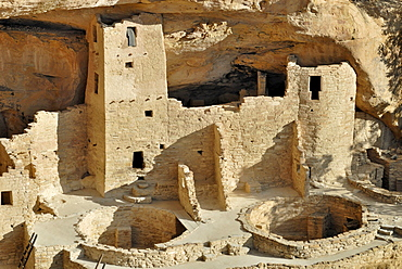 Historic habitation and cult site of the Ancestral Puebloans, Cliff Palace, partial view with 2 round ceremonial rooms, so-called called Kivas, about 1200 AD, Mesa Verde National Park, Colorado, USA