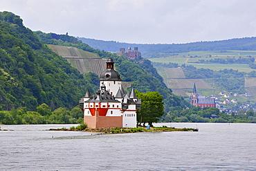 Pfalzgrafenstein Castle near Kaub, on Rhine River, in front of Oberwesel with Schoenburg Castle and Liebfrauenkirche Church, Rhineland-Palatinate, Germany, Europe