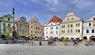 Historic old town, market square with Marian column, Cesky Krumlov, UNESCO World Heritage Site, Bohemia, Czech Republic, Europe