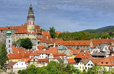 View of the historic town with St. Jodokus tower and tower of Cesky Krumlov castle, Cesky Krumau, UNESCO World Heritage Site, Bohemia, Czech Republic, Europe