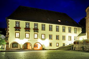 Town hall square with town hall, Annweiler, Naturpark Pfaelzerwald nature reserve, Palatinate, Rhineland-Palatinate, Germany, Europe